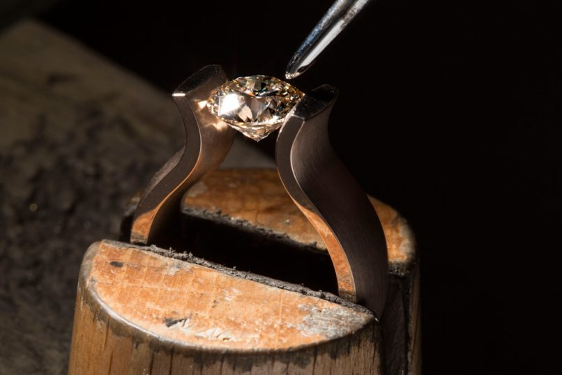 Lucia tension ring