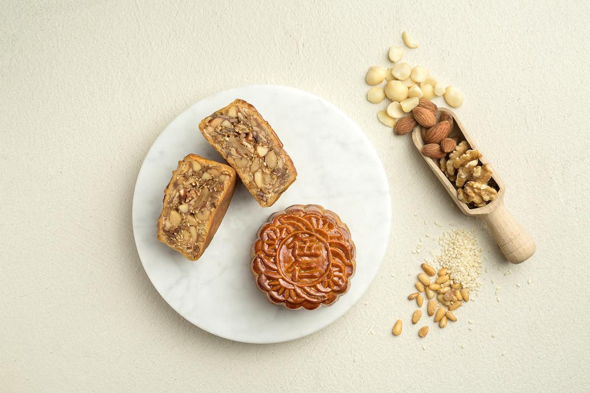 Fairmont Singapore - Szechuan Court - AUTUMN TREASURES - Baked Mooncake with Five Grains in White Lotus Paste copy