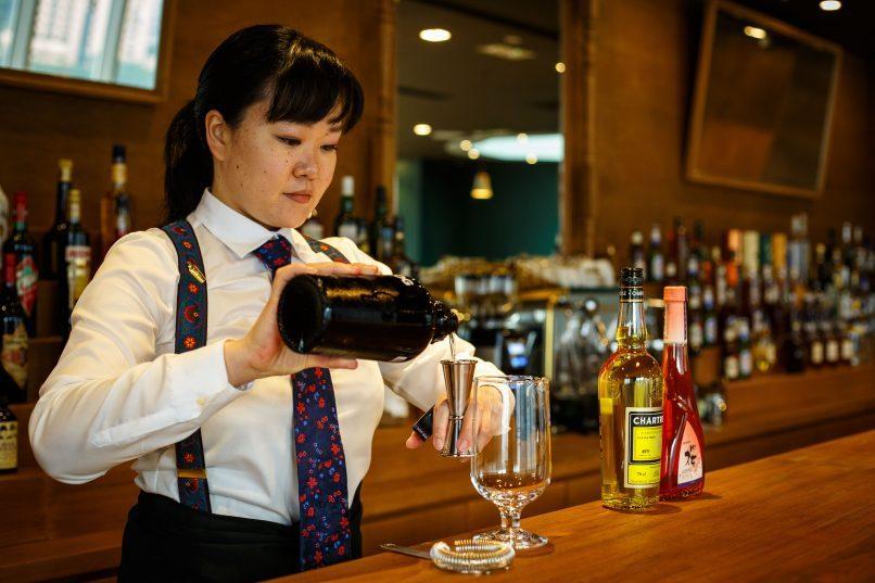 Bar de Luxe.