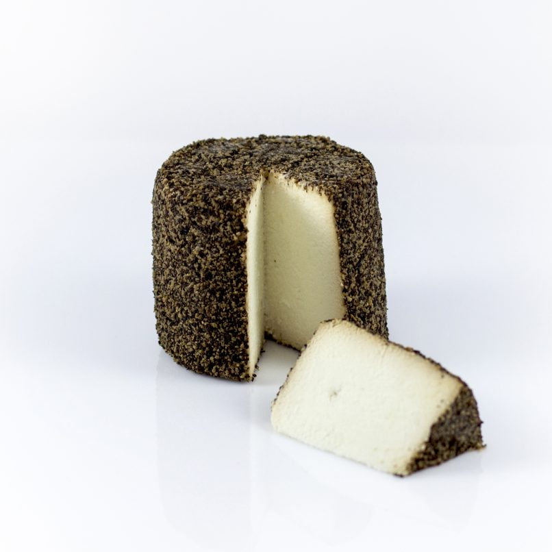 Fresh black pepper goat cheese - VIVIN Japanese sake