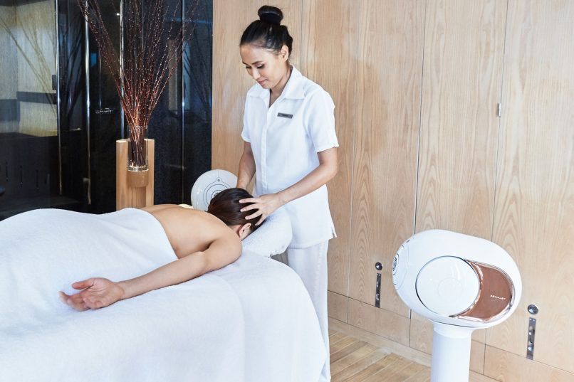 Devialet x Plateau Spa - therapist at work