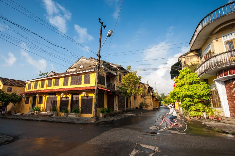 Hoi An - cycling in ancient town