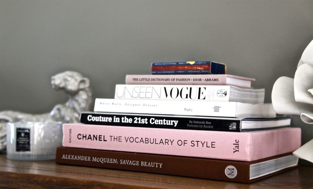 5 Must-read Books That Will Expand Your Fashion Knowledge