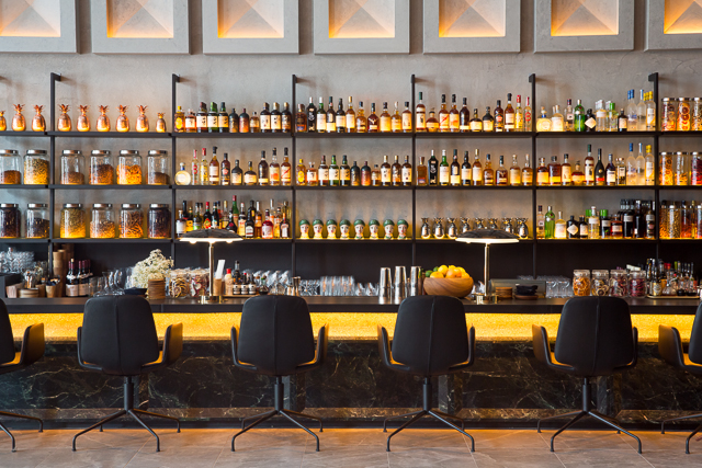 the warehouse hotel lobby bar review