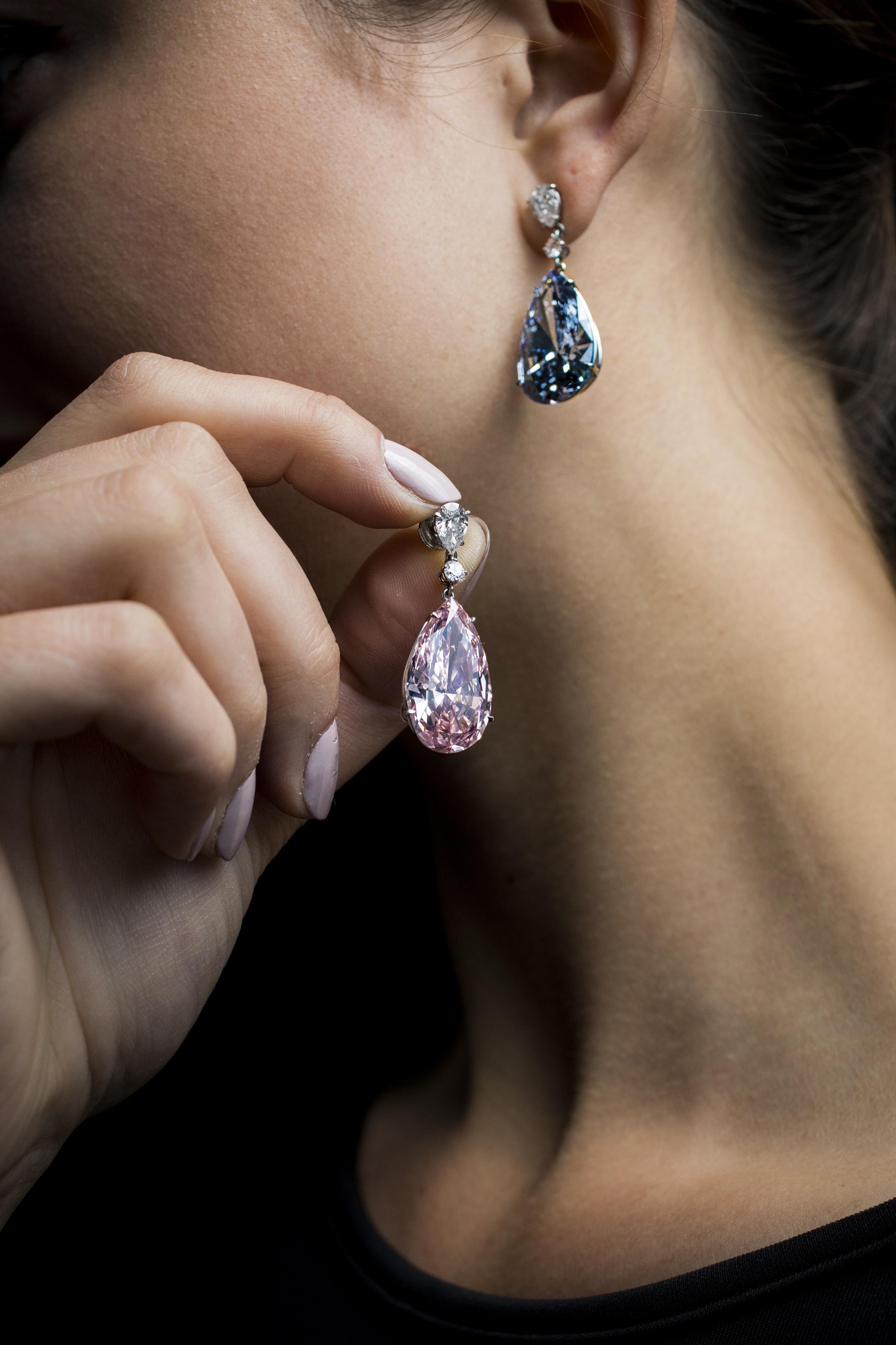 On the rocks apollo and artemis diamonds