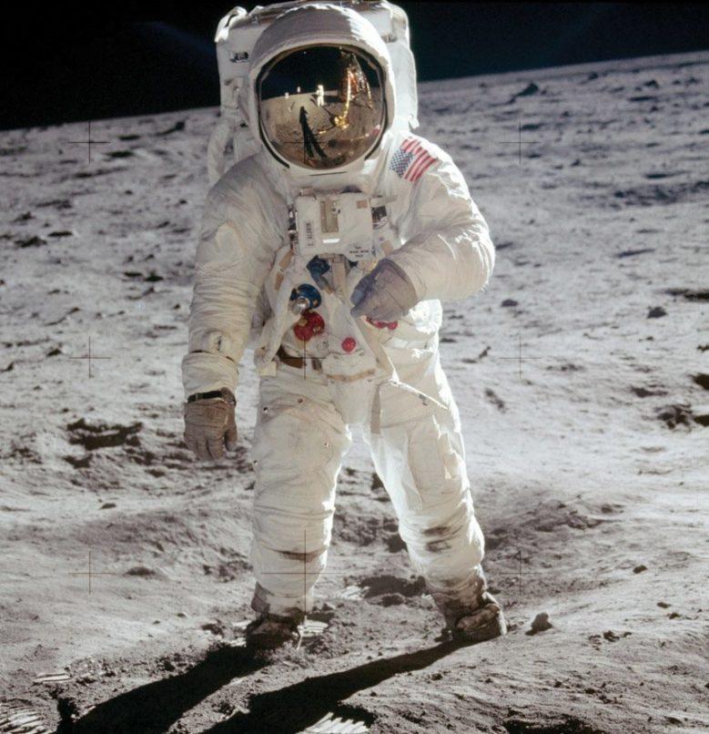 Omega-Speedmaster-Apollo-11-Moonwatch-Titanium-7