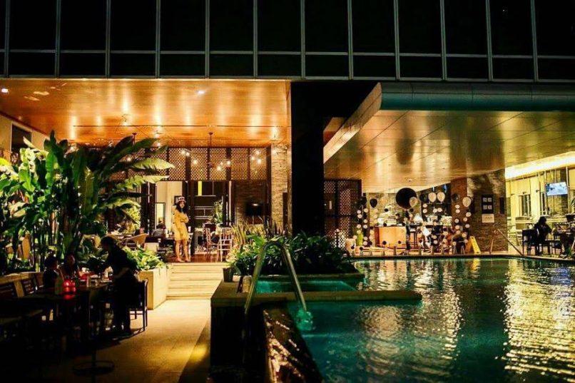 White Café & Black Bar Bangkok restaurants