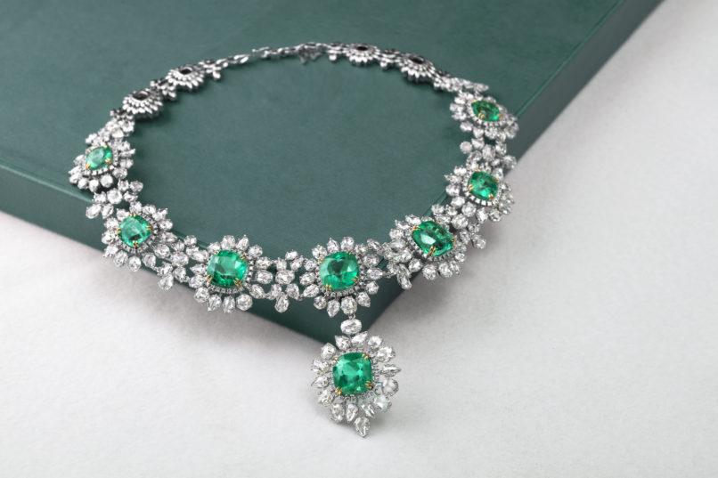 Sultana neckpiece