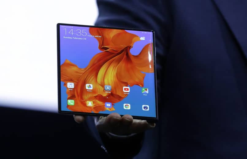 Huawei CEHuawei CEO Richard Yu displays the new Huawei Mate X foldable 5G smartphone at the Mobile World Congress, in Barcelona, Spain.Huawei CEO Richard Yu displays the new Huawei Mate X foldable 5G smartphone at the Mobile World Congress, in Barcelona, Spain.O Richard Yu displays the new Huawei Mate X foldable 5G smartphone at the Mobile World Congress, in Barcelona, Spain.