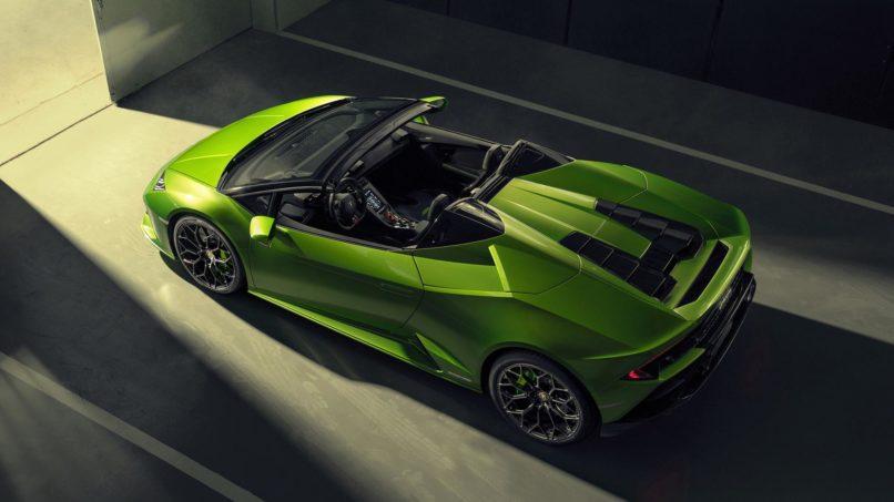 Electrohydraulic rollover bars hidden behind the Lamborghini Huracán Evo Spyder's seats