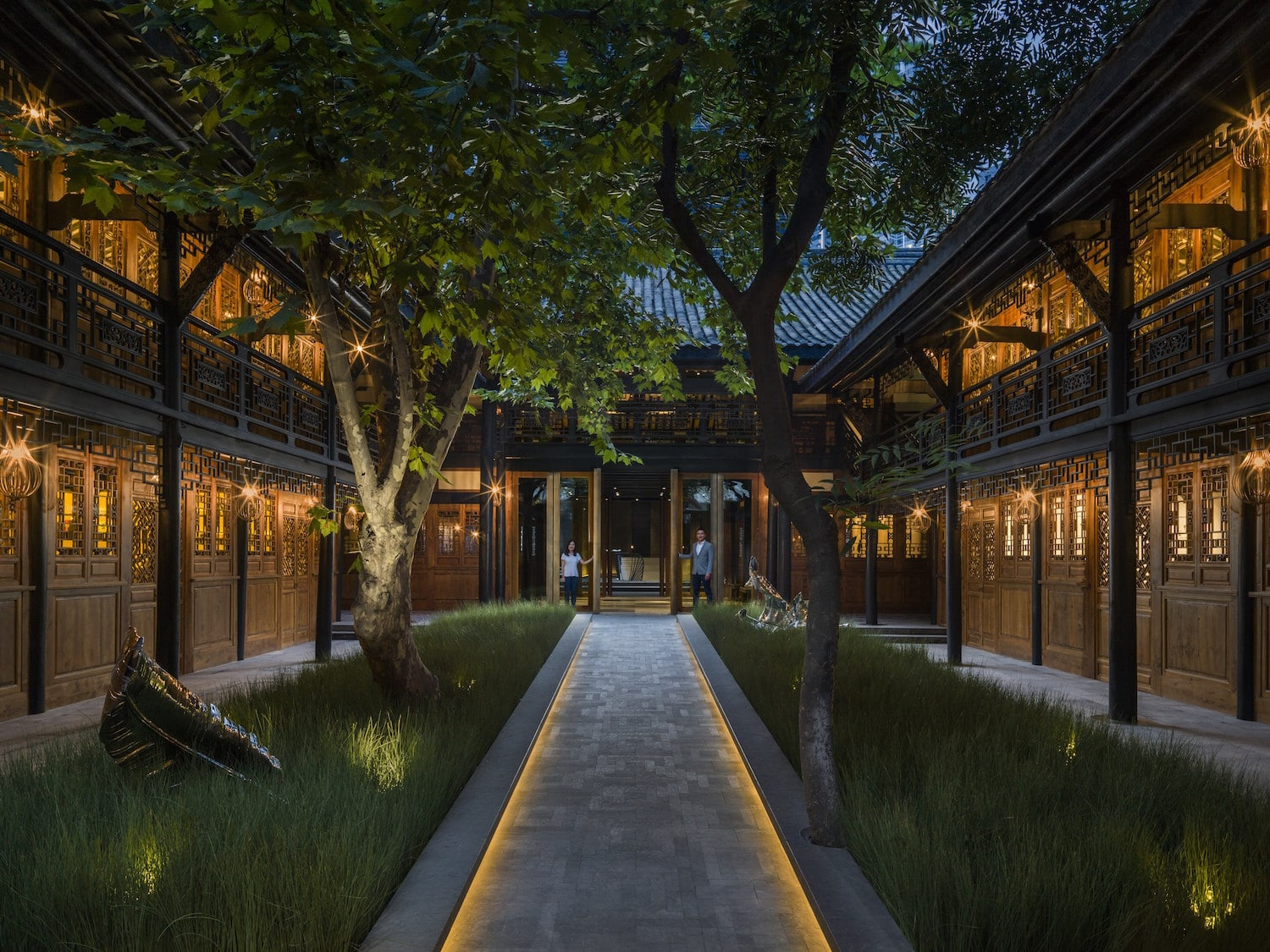 Walk into the courtyard along a tree-lined walkway. (Photo credit: The Temple House)
