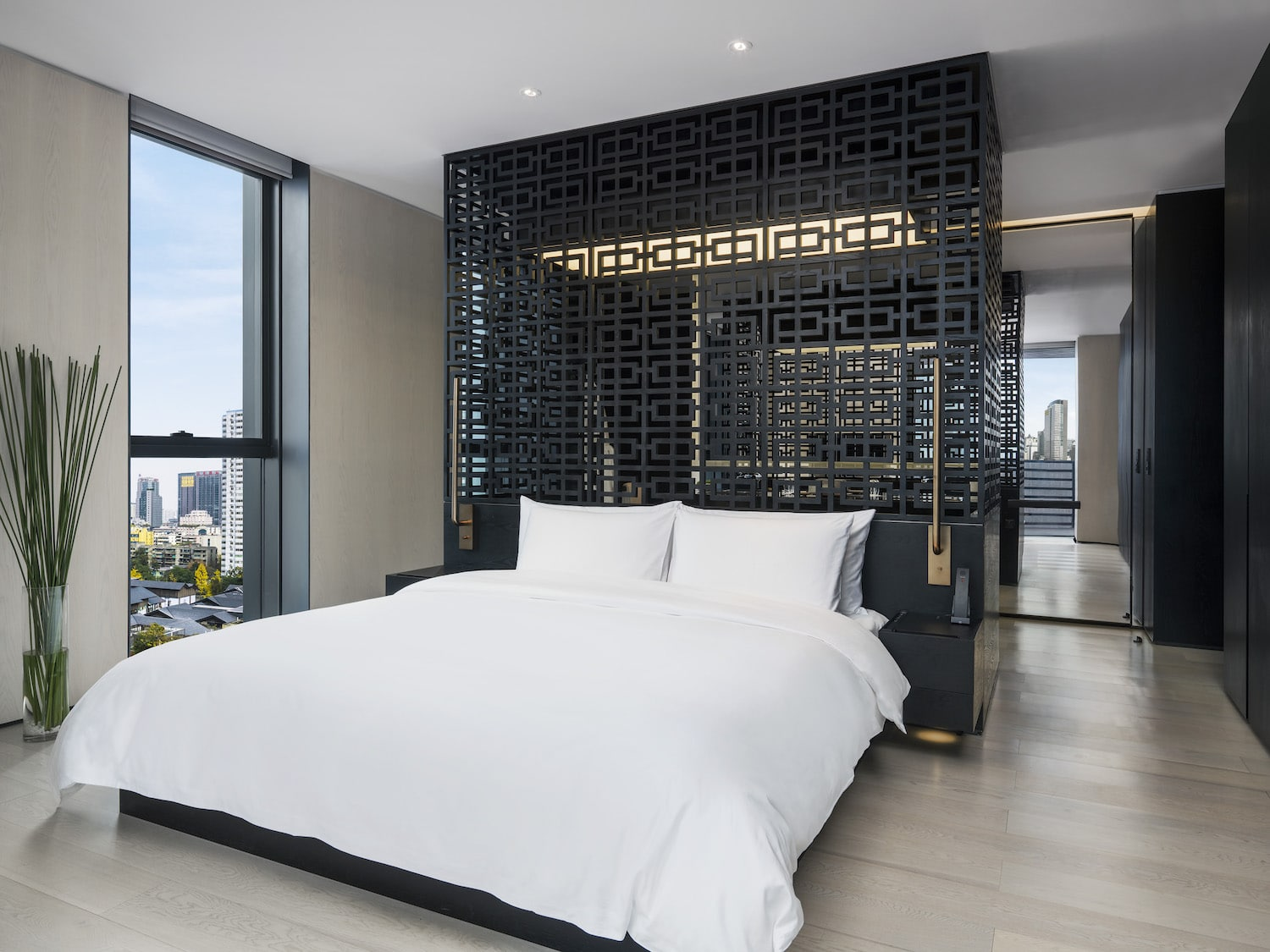 Guest rooms carry a contemporary vibe with modern Chinese elements. (Photo credit: The Temple House)
