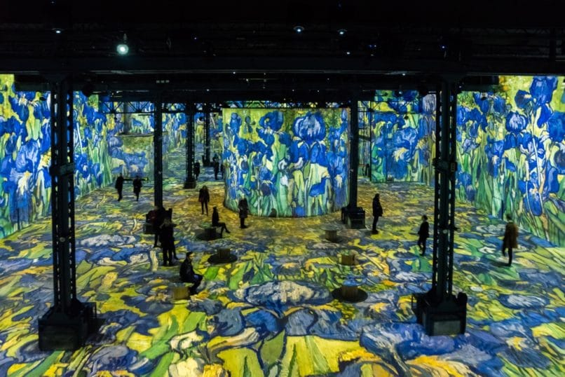 Starry night at Atelier des Lumieres Paris