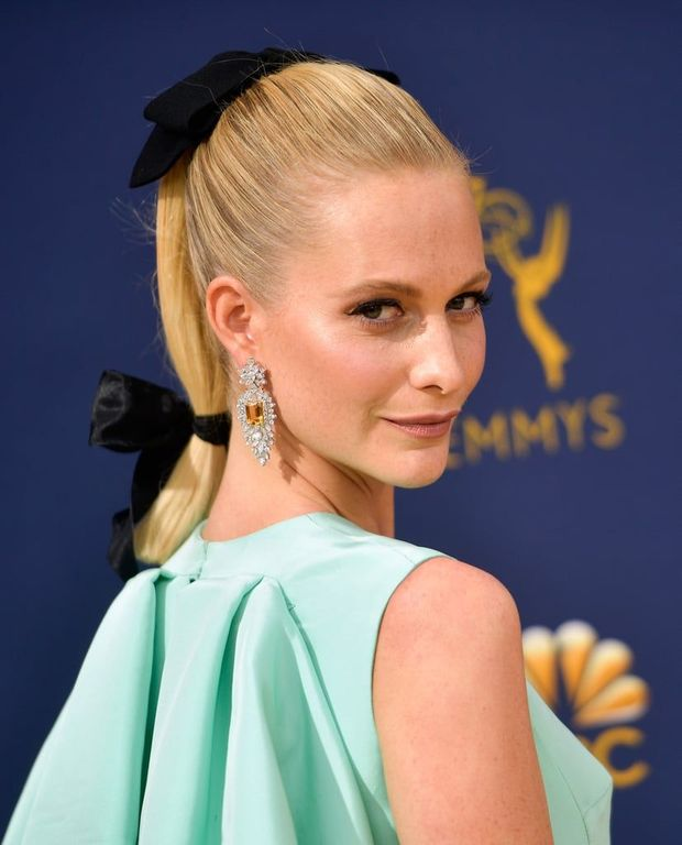 Poppy Delevingne giving us cues on how to wear bows at Emmys. Image: Courtesy Getty