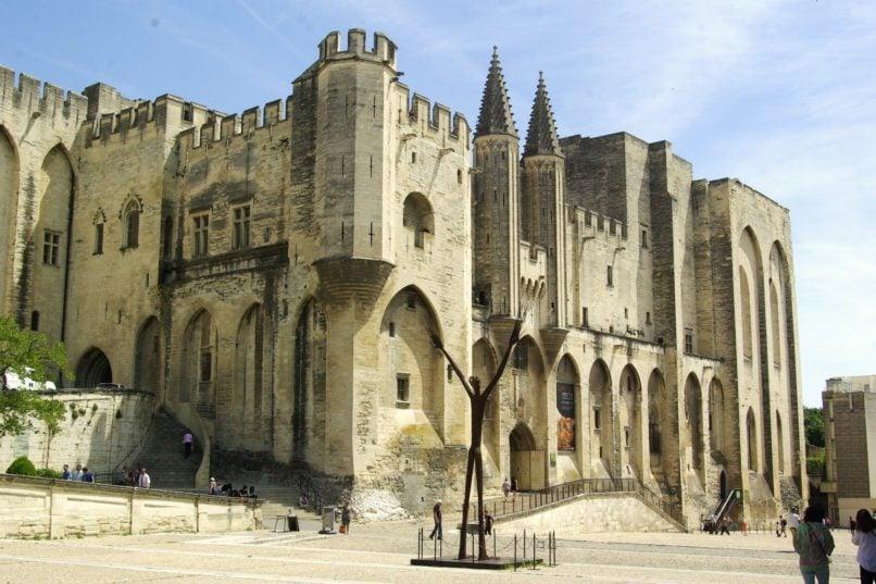 provence tourism guide palais des papes