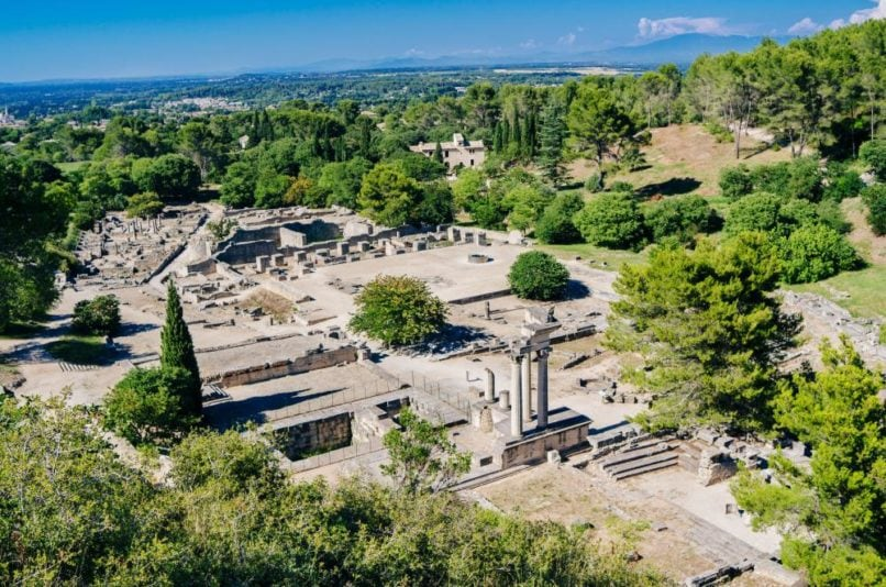 glanum saint remy travel guide