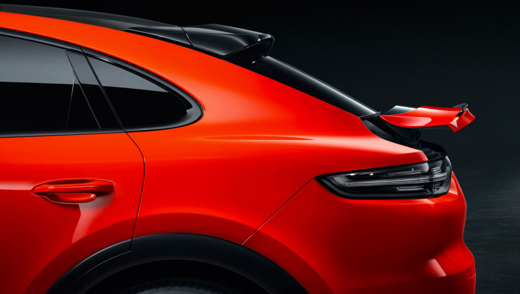 Details on the tail of the 2020 Porsche Cayenne