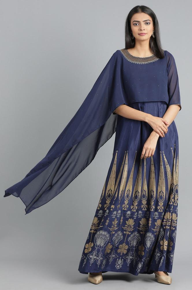 There is no right time to throw in a dramatic punch with your style, a cape top will help you deliver one. In case you are pairing one with a kurta or a lehenga, go easy; veer away from the heavy embroidered or floor-gazing capes.